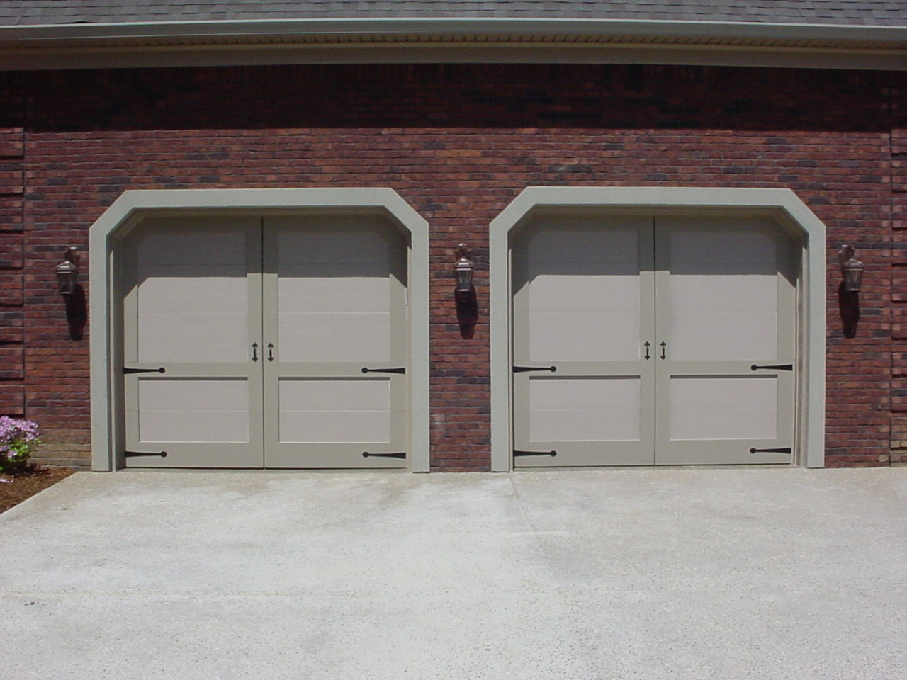 Garage doors by cunningham door window clifton design with barn style corners rubansaba